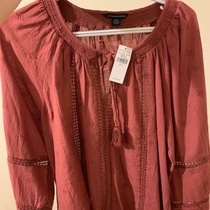 American Eagle Medium Shirt, new with tags.